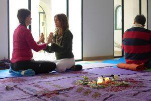 Yoga at jabalcuz gardens. Jaén. Retirarte project. Asociación merkhaba.