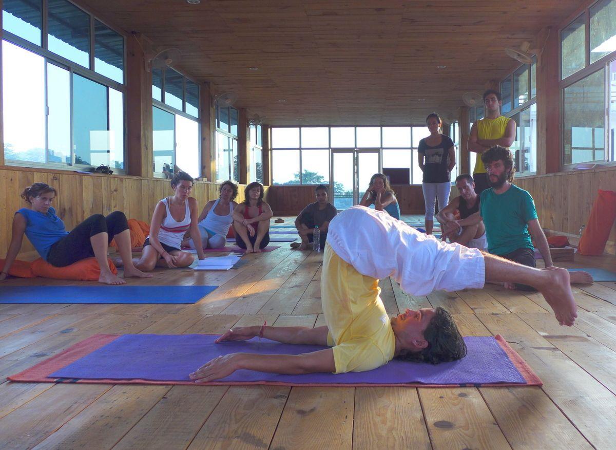 Enseñando yoga en India