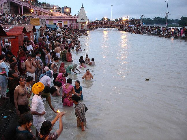 Arati en Haridwar. Asociación Merkhaba, viaje fotográfico a India